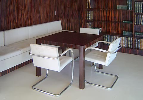 Brno Sessel Bibliothek