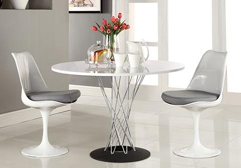 Noguchi Dining Table im Raum