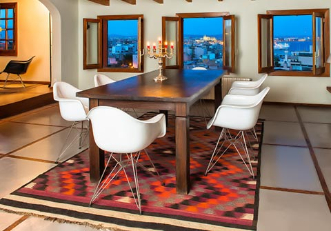 Eames DAR Stühle im Raum