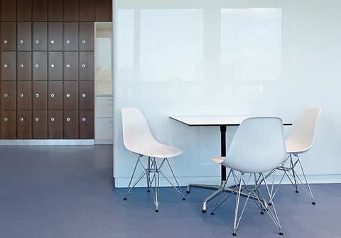 Eames DSR Stuhl im Büro