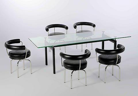 LC7 Stühle mit LC 6 Tisch