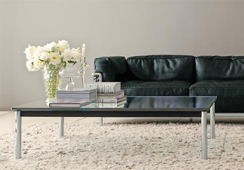 Le Corbusier LC 10 Couchtisch mit LC3 Sofa